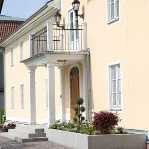 Hotellrum i flygeln vid Södertuna Slott