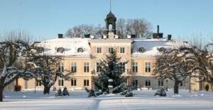 Sagolikt vinterlandskap vid Södertuna Slott