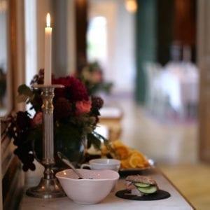 Frukost i slottets salonger