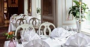 Njut av god mat och dryck i slottets matsalar