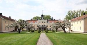 Södertuna Slotts park en vårdag
